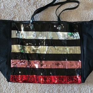 New VS tote